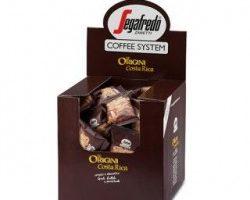La récolte et le traitement des cerises de café peuvent se faire de deux façons différentes : en cueillette ou en extraction, avec un traitement humide ou à sec.