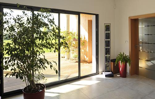 Une porte fenêtre Tryba pvc-métal coulissante Tryba
